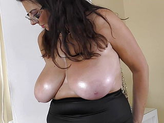 TOP mature chick with fat delicious funbags