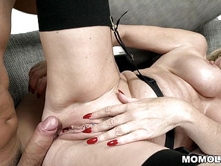Old mature getting her honeypot smashed deep