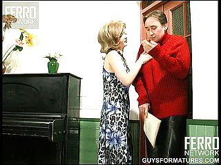 Housewife dutifully heads down on her mans chode for a CFNM deep throat