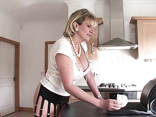 Large jugged housewife rails the sybian saddle and revels strong delectation