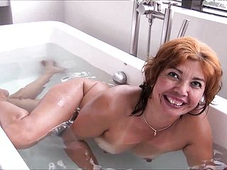 llynn going for a tub