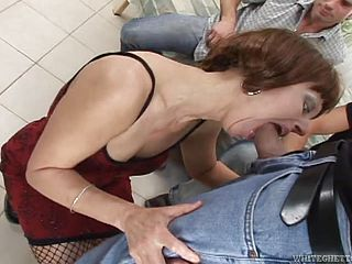 Rough theesome sex with the slutty mature Sugar