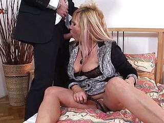 Skank gets her pussy pumped and her ass fucked