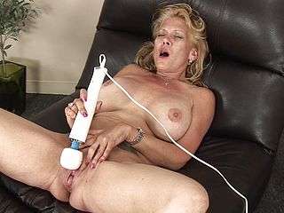 Vibrator fun with the busty blonde mommy Daytona Daniels