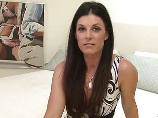 Enticing brown haired expert dame India Summer is getting moneyshot