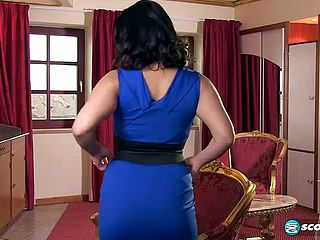 Provocative buxom oriental mommy Tigerr Benson is fingerblasting her cooter