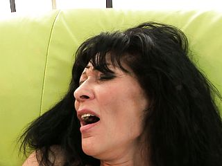 Red hot mummy gets her vagina pulverized while her guy uses a vibe on her