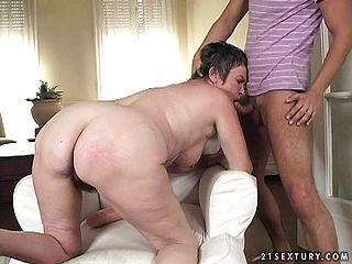 Toned youthful fellow gets to slip it inwards this mature womans warm poon