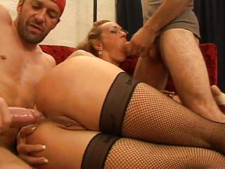 Splendid mature lady got pounded in bulls eye