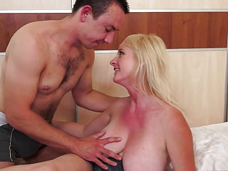 Mature plump girl took her opportunity to have orgy with insane stud