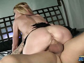 Taylor Wayne, a molten platinum blonde with phat bosoms and a mind blowing ass, likes to rail that large pink cigar