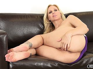 Thick backside Julia Ann uses all her charm to win over few fresh peckers