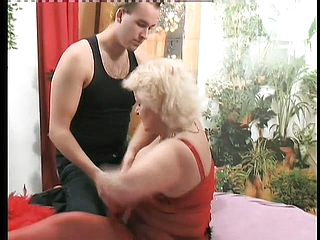 Ample mature platinum blonde Vicky has some joy with a fuck stick before luving a rock hard stiffy