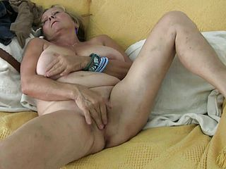 Chubby grannie Isabel and her thick boobs work her frigs on her vulva