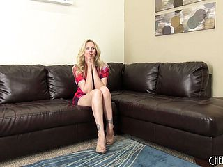 Huge boobed blond Julia Ann talks on the sofa and gets bare to diddle