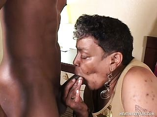 Elder chocolate biotch getting a youthfull ebony man meat rammed into her honeypot
