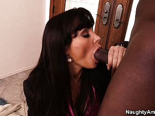 Scorching Mummy Lisa Ann heads ebony and munches his meatpipe before he pulverizes her